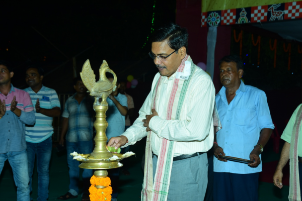 The Collector & District Magistrate, Angul inaugurating the Special Handloom Expo at Angul on dt. 04/10/2019.
